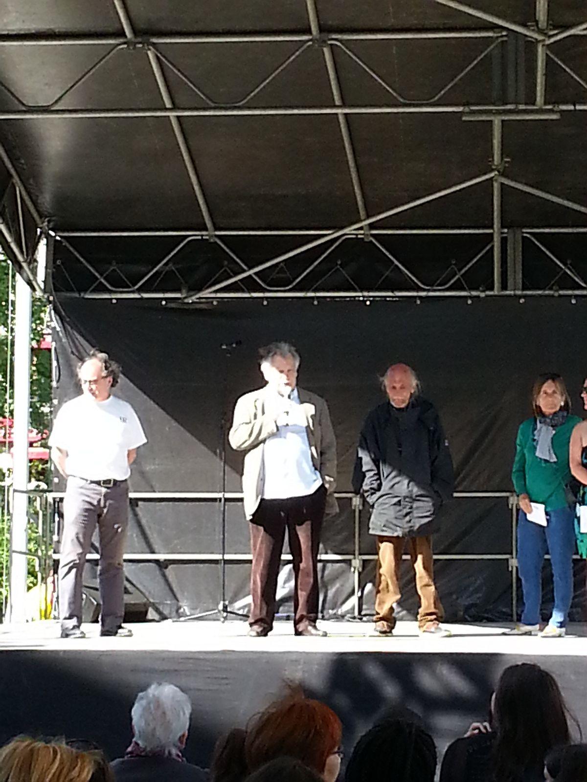 Le Président Jacques CHAVONNET présente au public les activités de l'ADRAQH.