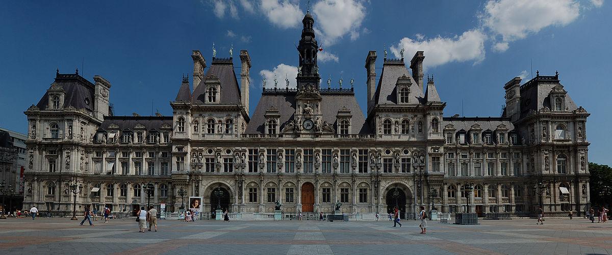 1200px-Hôtel_de_ville_de_Paris_(panoramique)